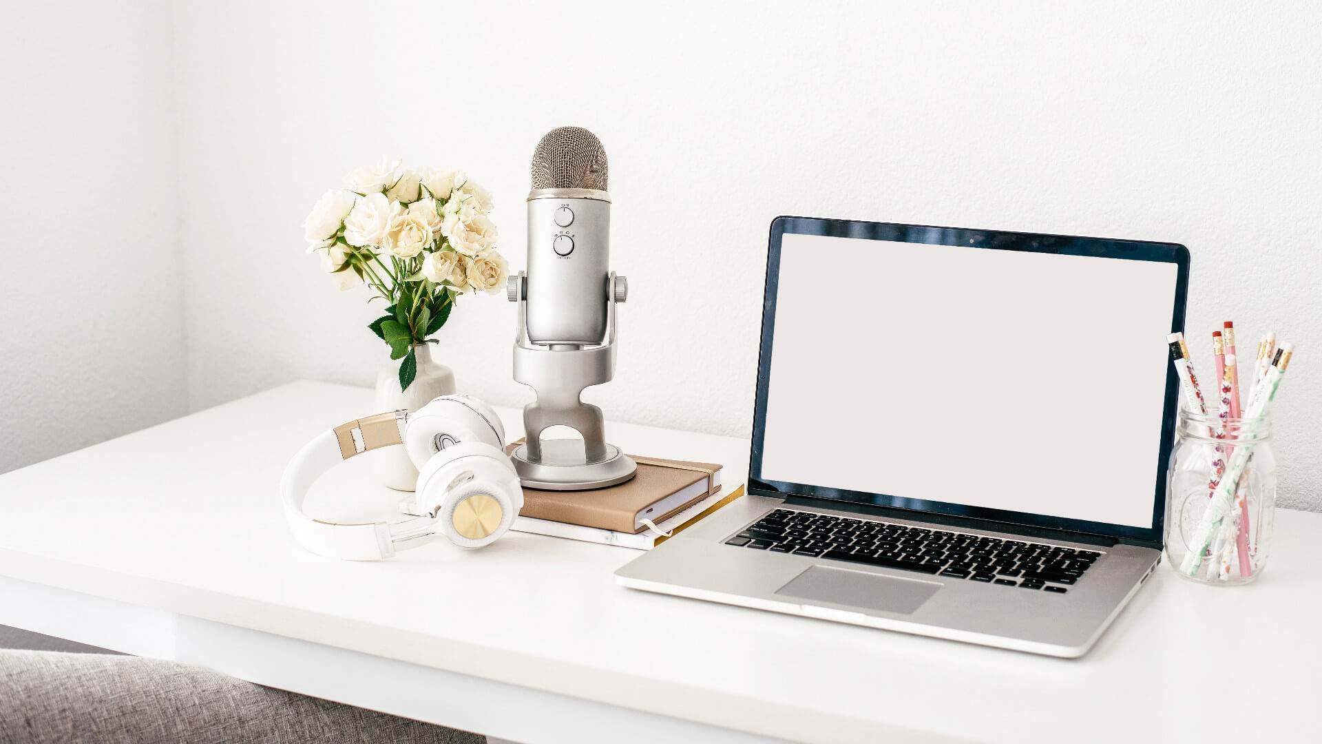 Mehr Fokus, Klarheit & Zeit durch Ordnung auf deinem Schreibtisch – Zuhause & im Büro